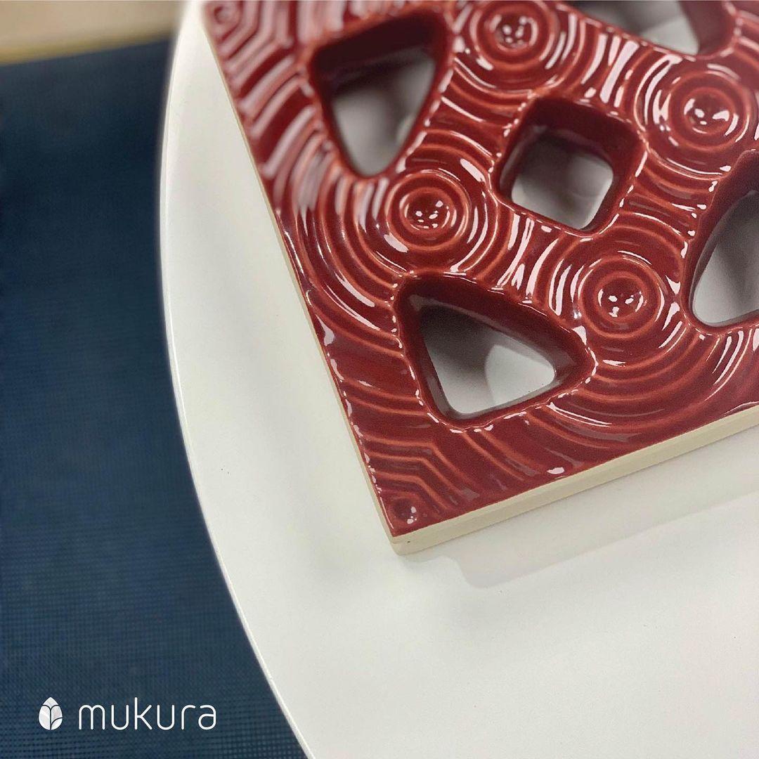 Ceramic breezeblock with the glossy coating